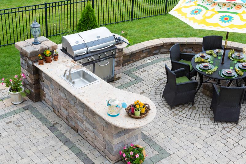 What Every Homeowner Needs to Create the Perfect Outdoor Kitchen Space