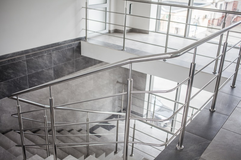 Home Improvement Tips: 3 Reasons to Choose Aluminum Handrailing