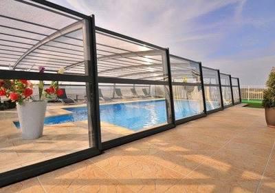 Should I Enclose My Pool in Florida