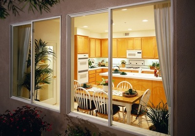 6 Tips for Cleaning Vinyl Windows in Florida