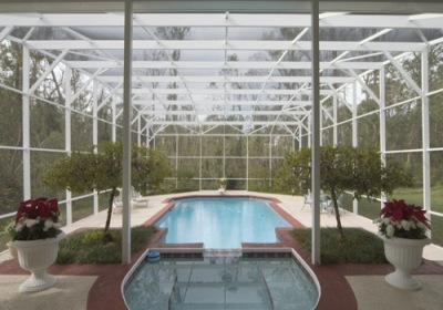 Florida Pool Enclosures: 4 Tips for a Debris-Free Pool Cage